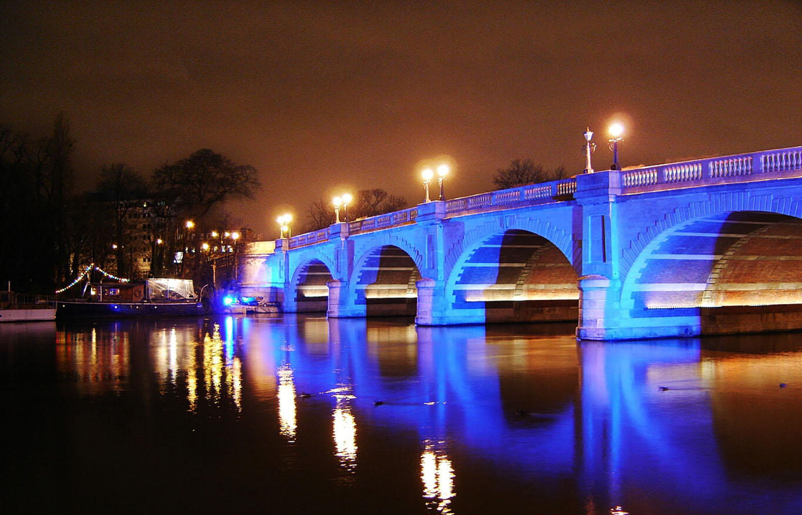 Kingston Bridge at night.