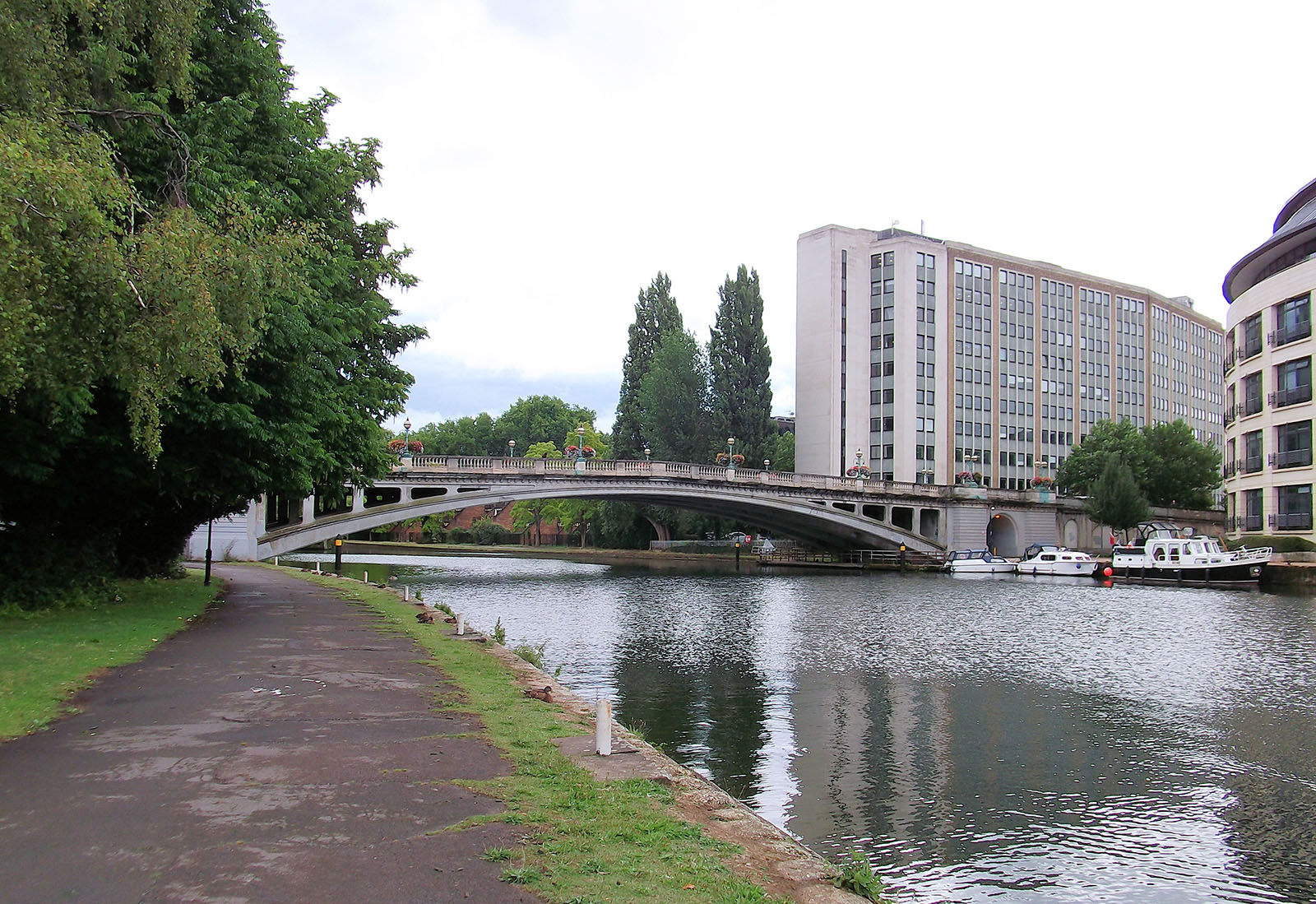 Reading Bridge is a road bridge over the River Thames at Reading in the English county of Berkshire.